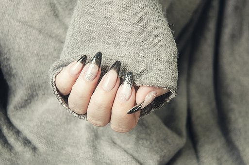 gel-nails-1878296__340