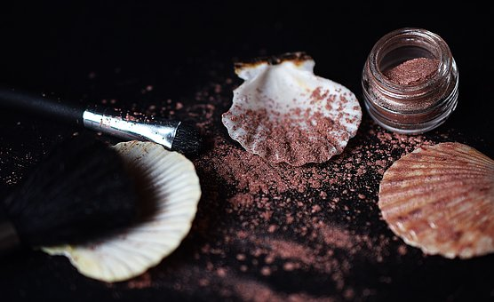 makeup-2946222__340